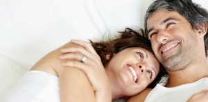 couple-laying-in-bed-610x300