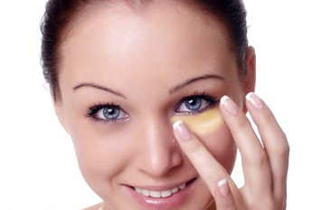 Home Remedies to Get Rid Of Baggy Eyes and Dark Circles