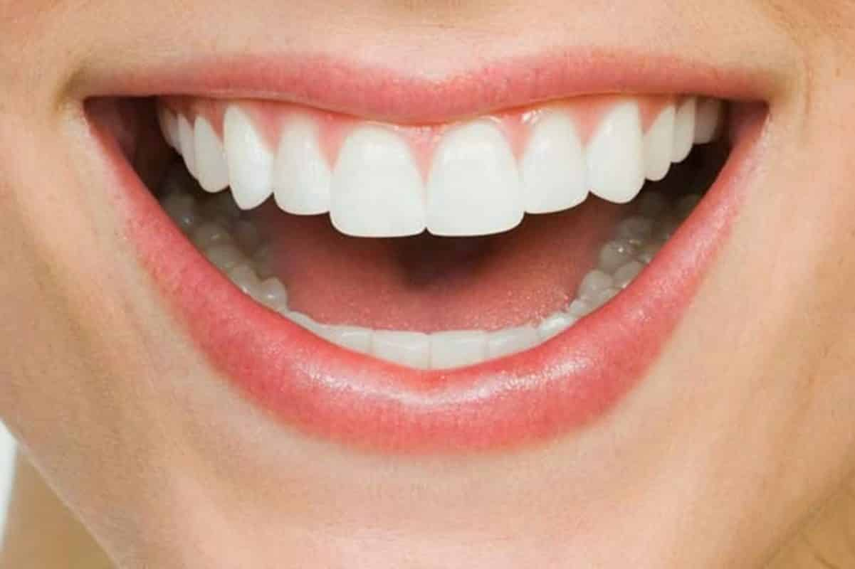 Protects And Whitens Teeth
