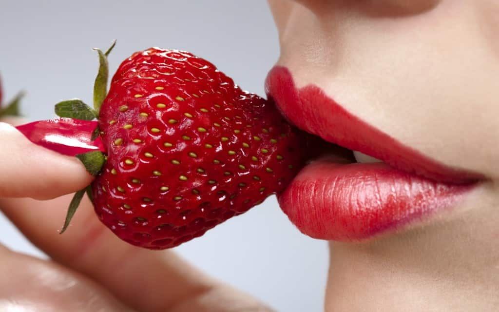 Strawberries – The Best Home Remedy For Dark Lips