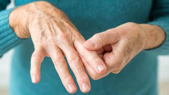 Eases joint pain and swelling associated with Rheumatoid Arthritis