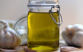 9 Top Benefits Of Garlic Oil For Hair, Skin and Overall Health